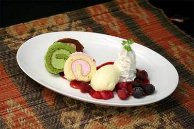 3種の小さなロールケーキ.jpg