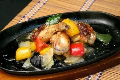 鶏手羽と野菜の黒コショウ焼.jpg