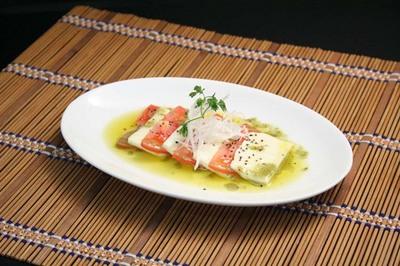 トマトとモッツァレラチーズのカプレーゼ.jpg