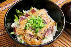 かつおのごま味噌丼.jpg